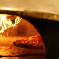 薪で焼くナポリピッツァ
