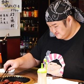 ★ランチは元大関の琴光喜が一枚一枚頑張って調理した肉を提供♪