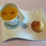 ザ・ガーデンテラス - 人参のスープ、チーズ味のシュー