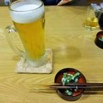 松右ェ門 - ほろ酔いセットAの生ビールとお通し。