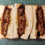 銘柄牛肉の佐藤 - ...「亀戸名物 特製 ハンバーグかつサンド(600円)」、「特製 かつサンド」よりこっちの方が人気があるようです。。