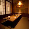梵天丸 - 内観写真:1階:カウンター&テーブル席 2階:個室&宴会席