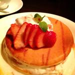 代官山パンケーキカフェClover's - ストロベリーデコレ