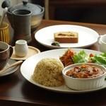 Cafe 5884 - ランチは、玄米ご飯とオーガニック野菜を中心に、肉・魚・乳製品を使わず一皿一皿ていねいに手作りしています。