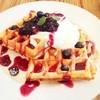 ヴィクトリアゴルフカフェ - 料理写真:ブルベリーワッフル600円