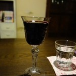まったり家 - ワイン(300円)お代わりは200円になります。
