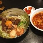 韓国家庭料理 チェゴヤ - プルコギ丼にユッケジャン。寒い日に体が温まる。