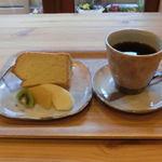 コーヒーハウスふくろう - ケーキセット(本日のシフォンケーキ+ドリンク)