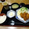 庄屋 - 料理写真:「牡蠣フライ」451円・「白ごはん中」189円・「おみそ汁」126円(合計766円)