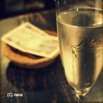 角打ちBarオリーブ - 樽出しのスパークリングワイン