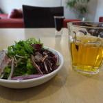 粥麺楽屋 喜々 - サラダとジャスミン茶