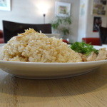 粥麺楽屋 喜々 - 山盛りのチキンライス