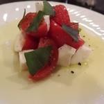 蓮 - フルーツトマトとモッツァレラのカプレーゼ¥1280
