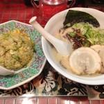 とんこつ小川 - 長浜ラーメン+チャーハンのセット(750円)