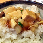 麺屋 忍 - ライスに麻婆豆腐をのせて