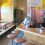 台湾ラーメン大吉 - カウンター19席・テーブル24席。オープンキッチン。客席・厨房は常に清潔を心がけております。