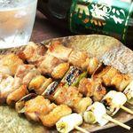 テング酒場 - 部位ごとに違う旨味と食感が楽しめる串焼きは、今も昔も愛されてきた不滅のメニュー。1本¥84~