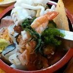 割烹 寿司魚かね - 並ちらし¥900(サービス価格・通常¥1900)