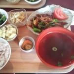 無添加・自然食 ピンポン食堂 - 大豆のチンジャオロース風定食