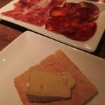 バルデエスパーニャリブラ ギンザ - おつまみにはプロシュートとチーズ♪