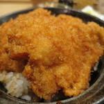 タレカツ - 甘醤油ダレにくぐらせたカツをのせただけのシンプルなカツ丼。