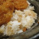 タレカツ - ごはんは、やや硬めの炊き加減。    お米は、新潟こしいぶき。