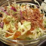 タレカツ - 酸味のある醤油ドレッシングがかかったサラダ。