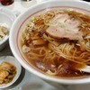温泉ラーメン八方美人 - 料理写真:醤油ラーメン ¥680 / ミニチャーシュー丼 ¥200