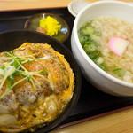 松よし - 料理写真:「カツ丼セット」(680円)。丼もうどんも(小)ってコトですけど・・・結構なボリューム!