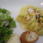 ピースタイルカフェ - エビと彩り野菜のクリームソース。900円。