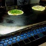 浜屋 - 青いタイルの鉄板