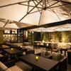 Terrace Restaurant COMFORT HOUSE - 内観写真:開放感溢れる夜のテラス席