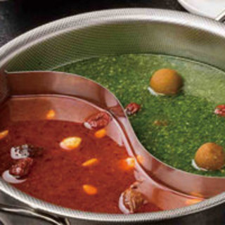 薬膳師考案!赤と緑の美味・健康火鍋!ぜひご賞味くださいませ。