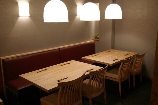 https://tabelog.ssl.k-img.com/restaurant/images/Rvw/25280/640x640_rect_25280882.jpg