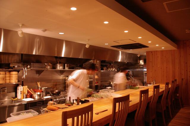 https://tabelog.ssl.k-img.com/restaurant/images/Rvw/25280/640x640_rect_25280918.jpg