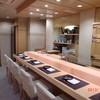 綾 - 料理写真:檜のカウンター