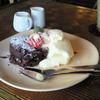 カフェ食堂 あおぞら - 料理写真:温かいチョコレートケーキとバニラアイス ¥550
