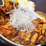 なまらうまいっしょ - 料理写真:特上国産本ロース豚汁セット+ロース肉増し【2013年11月】