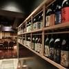 純米酒専門 粋酔 - 内観写真:入った瞬間、ずらっと並んだ日本酒の瓶に圧倒されます!