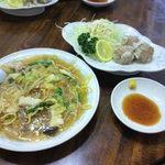 新華苑 - 料理写真:揚げ蕎麦とシュウマイに小ライスで850円