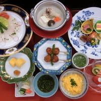 季節限定(4月~9月)特別サービスメニュー水炊き小鉢入りガーデン会席コース\6000→\5500