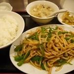 広東料理 華珍楼 - チンジャオロース 800円。