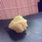 寿司処 しん - ガリのかわりにキャベツの酢漬け