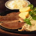 ステーキハウス 武蔵野 - このタマネギの下にもお肉がありました