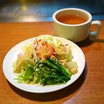 アンガス - セットのスープとサラダ。