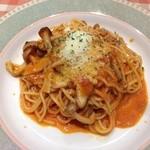 チェスティーノ - キノコのクリーミートマトソース