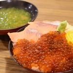 ばんごや - サーモン親子丼(1280円)