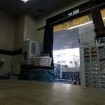 蓮爾 - 店内 薄暗いですが営業しています。