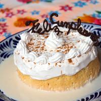 誕生日のお祝いにホールケーキをサービス