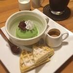 カフェ子やぎのさんぽ - 料理写真:食後は溝辺『子やぎのさんぽ』でスイパ使用。抹茶アイスにエスプレッソソースをかけていただく和風アフォガード♪